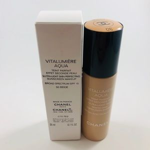 Chanel Vitalumiere Aqua Foundation 30 Beige